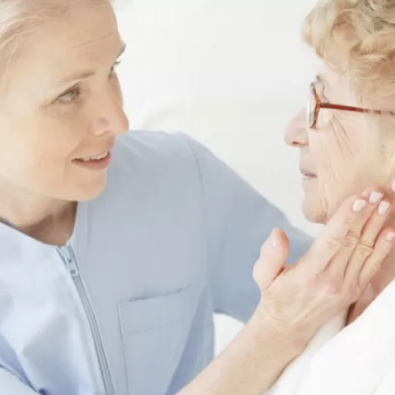Come valutare tra casa di riposo per anziani o badante